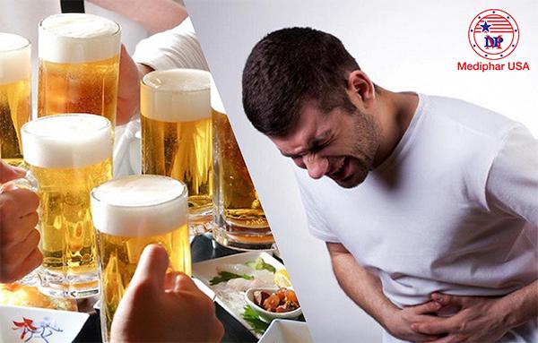 Đồ uống có cồn là thực phẩm cấm kỵ của người bị đầy bụng khó tiêu