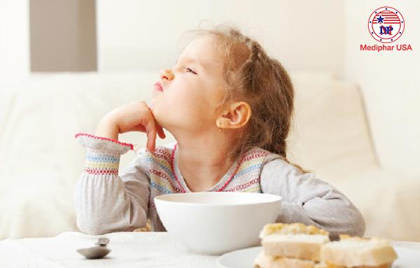 Truy tìm nguyên nhân biếng ăn và giải quyết nó là điều đầu tiên mà quý phụ huynh cần làm